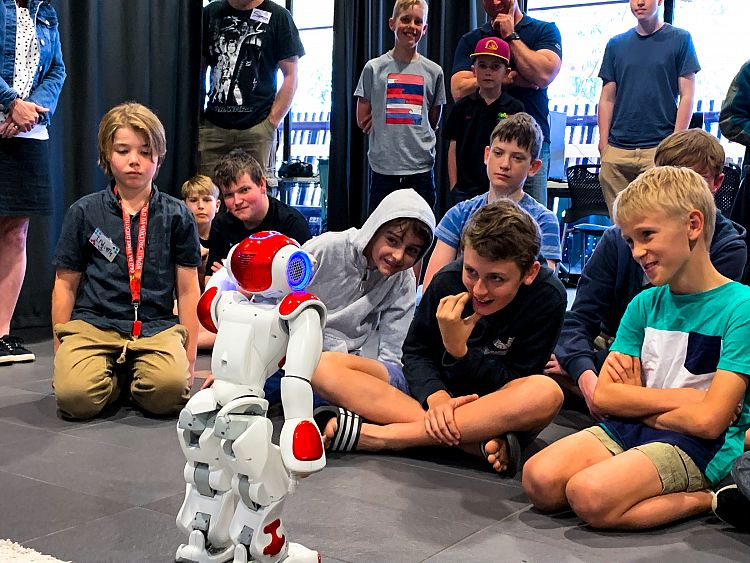 CoderDojo Sunshine Coast kids inspired by new technologies at USC